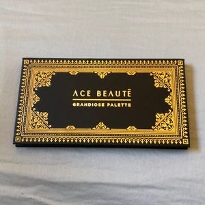 Ace Beautē eyeshadow palette